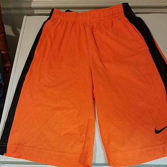 NWT Nike Boy/'s Red//Black Dri-Fit Training Shorts SIZE L